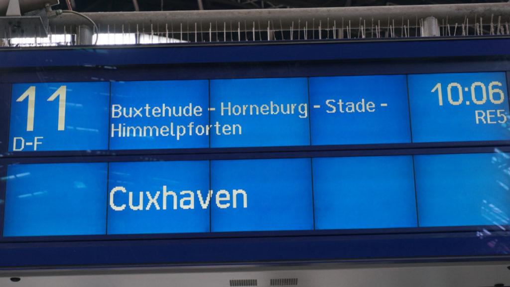 6 nach - der Zug nach Cuxhaven startet am Hauptbahnhof Hamburg