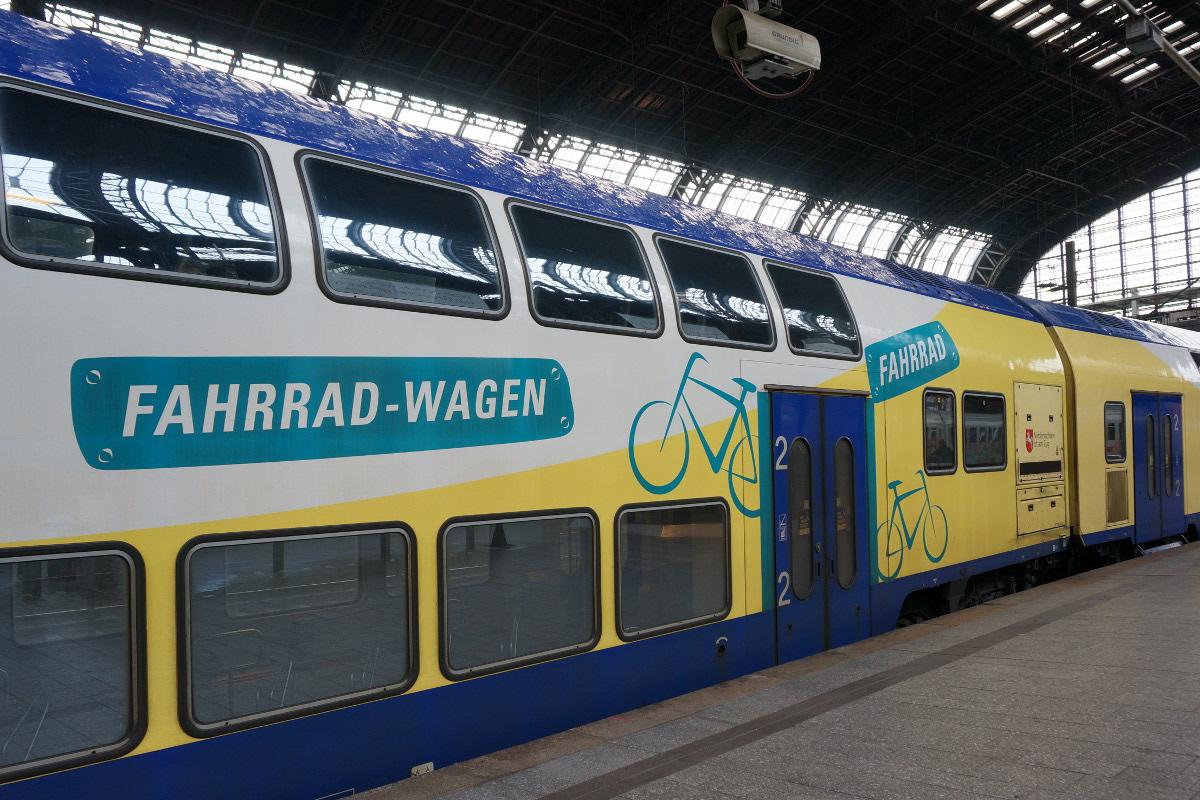 Viel Platz fürs Fahrrad: der Fahrradwagen im Zug nach Cuxhaven