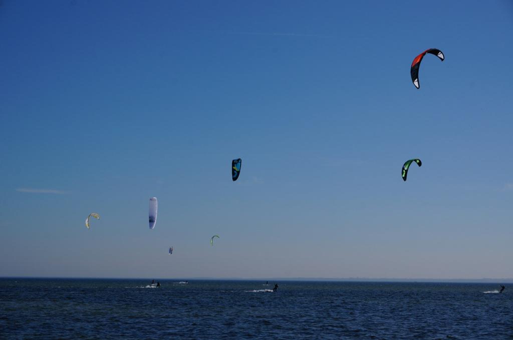 Kitesurfer vor Neustadt in Holstein