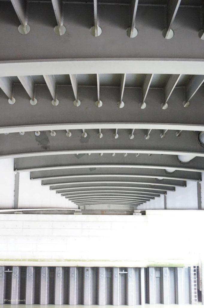 Die Shanhaibrücke in der Hafencity von unten