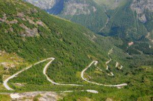 Passstraße in Norwegens Bergen
