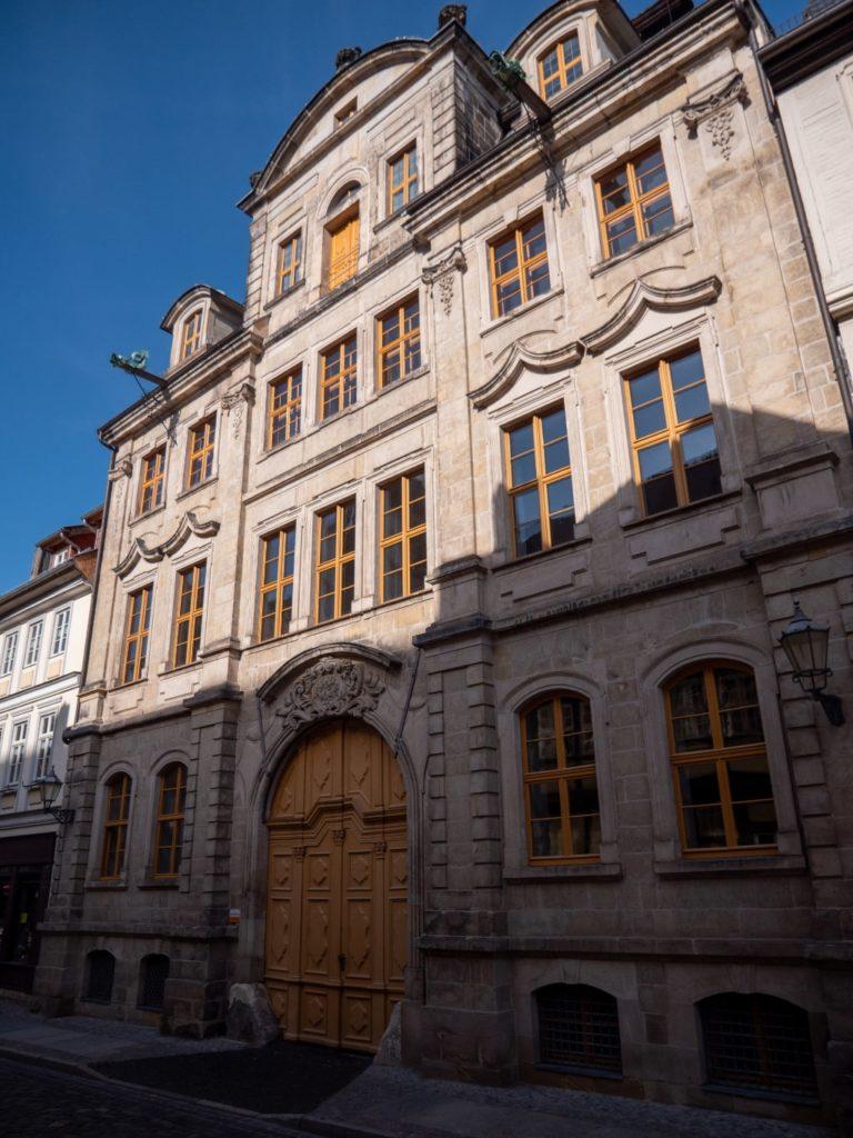 Ein repräsentativer Barockpalast zwischen altem Fachwerk  Foto: Quedlinburg-Tourismus-Marketing GmbH